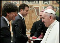 Enlace a El Papa está dolido
