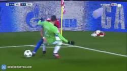 Enlace a Yannick Carrasco destrozó a este jugador del PSV con este regate