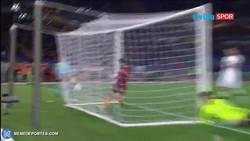 Enlace a GIF: ¡¡¡SENSACIONAL!!! Golazo de rabona de Diego Perotti para la Roma