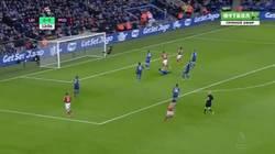 Enlace a GIF: Golazo de Negredo ante el Leicester, no marcaba desde la jornada 1
