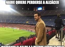 Enlace a Mario Casas en el Camp Nou