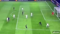 Enlace a GIF: ¡EL GOLAZO DEL DÍA! Chilena de Cavani ante el Ludogorets para dejar al PSG segundo en el grupo