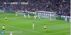 Enlace a GIF: Gooooool de Aubameyang que recorta distancias en el Bernabéu