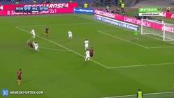 Enlace a GIF: Golazo de Nainggolan para adelantar a la Roma ante el Milan