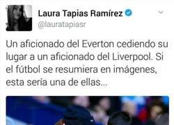 Enlace a Gran gesto de un aficionado del Everton. #RESPECT #remember