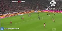 Enlace a GIF: Thiago adelanta al Bayern Munich frente al Leipzig