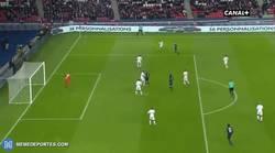 Enlace a GIF: ¡Qué barbaridad! Golazo de Thomas Meunier con Sombrero y vaselina en el PSG - Lorient