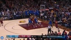 Enlace a GIF: El tiro de Irving que daba la victoria a los CAVS a 3 segundos del final