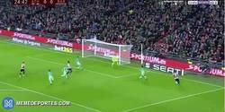 Enlace a GIF: Gooooooool de Aduriz que adelanta al Athletic frente al Barça