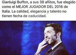 Enlace a Gianluigi Buffon mejor jugador Italiano del 2016