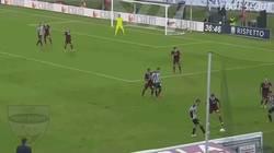 Enlace a Riccardo Orsolini arruinó la carrera de este defensa sólo con un regate