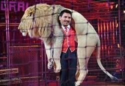 Enlace a Después de esta eliminatoria contra el Athletic, se le conocerá como Messi el ''doma leones''