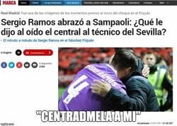 Enlace a Ramos echando una mano a Sampaoli