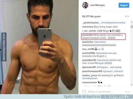 942255 - El genial comentario de Villa a esta foto de Cesc Fàbregas posando cual cani quinceañero