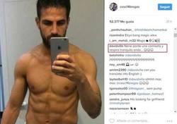 Enlace a El genial comentario de Villa a esta foto de Cesc Fàbregas posando cual cani quinceañero