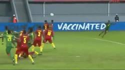 Enlace a GIF: Brutal golazo de Alain Traoré que da la 3 posicion a Burkina Faso en la Copa África