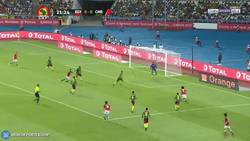 Enlace a GIF: Mohamed El Nenny adelanta a Egipto en la final de la Copa África