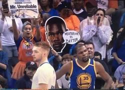 Enlace a Mientras tanto... Los aficionados de los OKC, dejándole un recadito a Durant