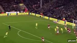 Enlace a GIF: LA VOLEA DEL AÑO: El golazo de Johny Howson ante Nottingham Forest que todos tienen que ver