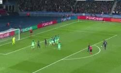 Enlace a GIF: ¡Tremendo golazo de Di María que adelanta al PSG!