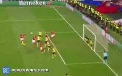 Enlace a GIF: ¡Gooool del Benfica que se adelanta en la eliminatoria!