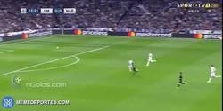 Enlace a GIF: Golaaaaaazo de Insigne que sorprende al Real Madrid con una barbaridad de gol