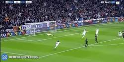 Enlace a GIF: Golaaaaaaaazo de Casemiro que pone muy de cara el partido contra el Napoli