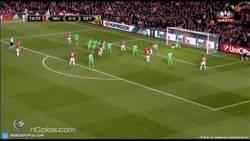 Enlace a GIF: Así fue el gol de chorra de Ibra que adelanta al United