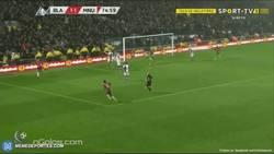 Enlace a GIF: Ibrahimovic pone el segundo con un gran pase de Pogba