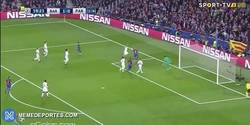 Enlace a GIF: Goooool de Kurzawa que se mete un gol en propia y pone el 2-0