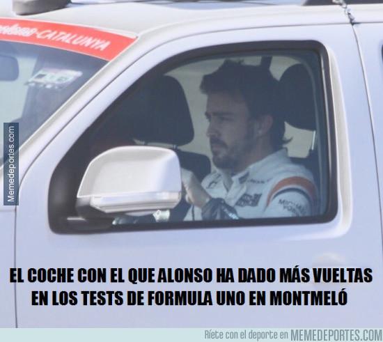 956952 - Alonso ha pasado más tiempo en coche de asistencia que en su McLaren