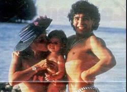 Enlace a Curiosa fotografía de Maradona de vacaciones en su juventud al más puro estilo de Flanders
