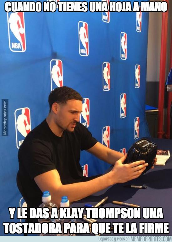 959445 - El objeto más bizarro que le han dado a este jugador de la NBA para que le firme un autógrafo