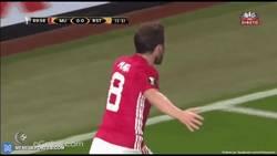 Enlace a GIF: Gran contra del United que remata Mata para poner el 1-0