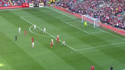 Enlace a Vídeo: Gooooooooooool de Gerrard en el partido de Leyendas frente al Real Madrid
