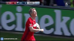 Enlace a GIF: Schweinsteiger se estrena con gol en la MLS