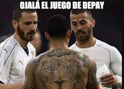 Enlace a Brutal el tatuaje del león de Depay