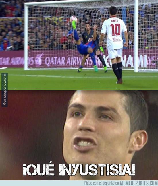 964906 - Cristiano Ronaldo al ver el gol de chilena de Suárez