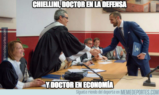 965303 - Chiellini, doctor en la defensa y en economía