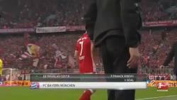 Enlace a Ribery se va enfadado por ser sustituido y Ancelotti le pide perdón de la mejor forma posible