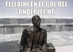 Enlace a Fellaini se quedó inmóvil como estatua