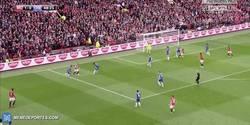 Enlace a GIF: Goooool de Ander Herrera que amplía diferencias en el marcador frente al Chelsea