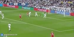 Enlace a GIF: Gooooool de Sergio Ramos en propia que manda el partido a la prórroga momentaneamente