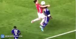 Enlace a GIF: La terrible lesión de Zlatan Ibrahimovic que podría ser su último partido con el United