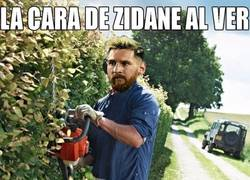 Enlace a Messi le da de su medicina a Zidane