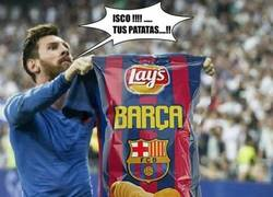 Enlace a Messi le entrega otra bolsa de patatas a Isco