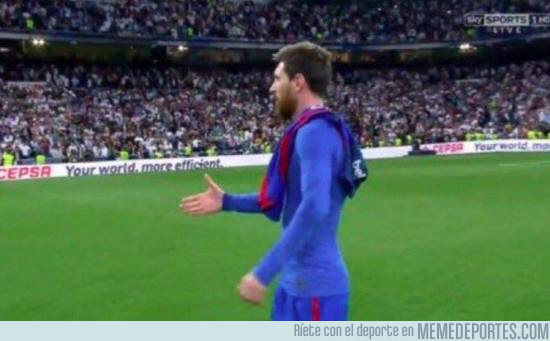971405 - Messi dandole un apretón de manos a los futbolistas mejores que él