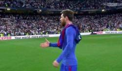 Enlace a Messi dandole un apretón de manos a los futbolistas mejores que él