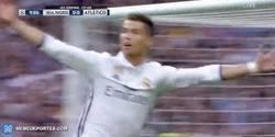 Enlace a GIF: Goooooool de Cristiano Ronaldo que adelanta al Real Madrid frente al Atleti