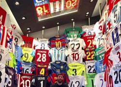 Enlace a Premio para el primero que encuentre la camiseta de Cristiano Ronaldo en la colección de Messi